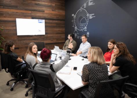 Team brainstorm_Erin poiting
